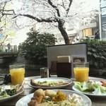 18412430 - 桜のテラスでビュッフェを