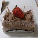 ケーキハウス エーデル - チョコロール。中にバナナ入ってますヾ(*´∀`*)ノ