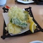 錦パレスホテル - 釜飯セットの天ぷら 揚げたてでホクホク
