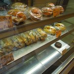 ビエル - ショーケースに惣菜パンが