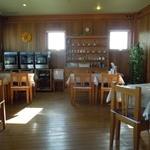 モアザン 地産地消カフェ ぷくぷく - カフェコーナーの店内