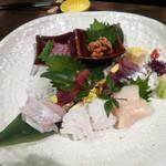 Awataguchi - お刺身の盛り合わせ