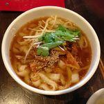 18416716 - 【葱と煮込みチャーシュー乗せ刀削麺…750円】2013/4