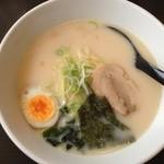福龍亭 - 料理写真:豚骨ラーメン