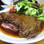 居酒屋いっぷく - ビーフステーキ(1人前)1,500円 ステーキも容赦なく巨大!