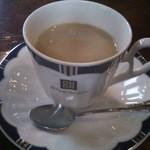 ガス燈 - ドリンク写真:ホットコーヒー(ミルクを入れた後です)