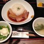 琉球・梅酒ダイニング てぃーだ - ソーキそばとラフテー丼セット