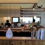 みやもと - カウンター席と厨房