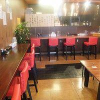 麺や 松辰 - カウンター席とテーブル席がございます!