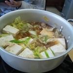 イチマルマルイチ広場 - ホルモン鍋です!ホルモンと鶏肉が入っています。
