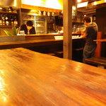 18430734 - 6人掛け テーブル席 カウンターの前