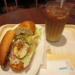 ドトールコーヒーショップ - ミラノサンドC・チキンと生ハムのアボカドソース~ゆず胡椒風味~、アイスカフェラテ