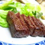 鳥芳 - 名物の和牛ステーキ(1,500円)