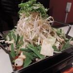 弥榮 - 料理写真:【ちりとり鍋@980円】 写真は二人前です。^^ マウントです♪