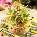 ニライカナイ - 泪港直送のイラブチャー等新鮮な島の魚とアボガドのサラダ