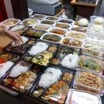 玉仙楼 - 2013.04 というか、店頭にずらり並んだテイクアウト惣菜に惹かれちゃったのかもしれませんね♪