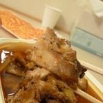 玉仙楼 - 2013.04 豚肉アップ!奥に紙コップが写り込んじゃってますね:汗