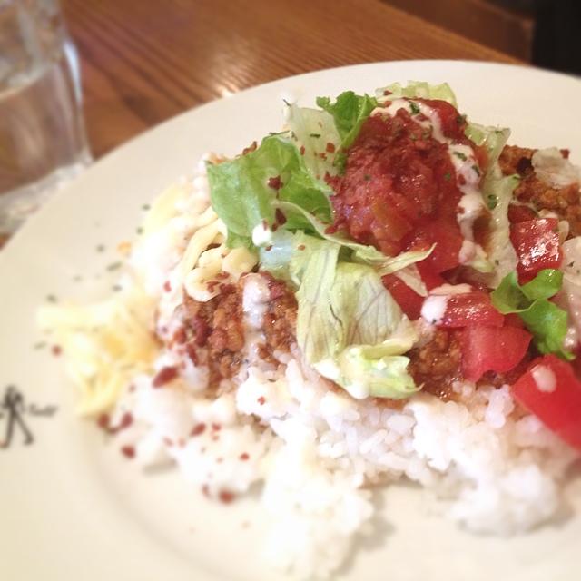 ダブルトールカフェ 渋谷店 - ランチのタコライス。挽肉のソースがたっぷりで大満足!