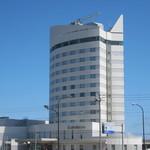 ANAクラウンプラザホテル稚内 - 駅から見た建物です。