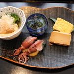 18447416 - 豆腐の燻製がチーズみたいでめっちゃ美味しかった