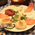 アンカラ - 2013.3 カルシュックメゼ(1,837円)5種類の前菜の盛り合わせ