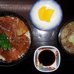 てうり亭 - (マグロ漬け丼) 秘伝のタレに漬けたマグロは絶品です