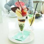 カフェ・セレ - 歌舞伎パフェとアイスハーブティー(ミント)