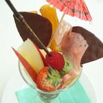 カフェ・セレ - 歌舞伎パフェ 1,600円 (ドリンク付)