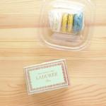 ラデュレ サロン・ド・テ 銀座三越店 - 空色のマカロンはマリー・アントワネットという名前。