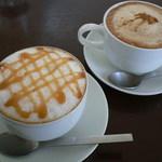 ROQUI  CAFE - 2013.4 キャラメルラテ(左)、チャイ