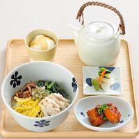 えん - 全メニュー季節の小鉢2種とお漬物がセットです。