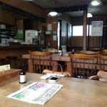18456507 - テーブル席とカウンター