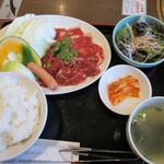 じゃんじゃか - 料理写真:牛カルビ&牛ハラミ焼肉ランチ(934円)お肉大盛(+200円)