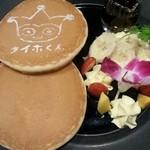 カプコンバー - 料理写真:タイホくんパンケーキ。