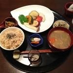 米の子 - 旬菜ステーキ定食(1000円)