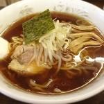 中華そば みのや - 調布市柴崎「中華そば みのや」にて醤油! ツルっとした縮れ麺に昔ながらのらーめんっといったようなスープは程よく煮干しがかおります。 柔らかいチャーシュー、もやし、どれも店主の雰囲気と同じくふんわりとしてました!