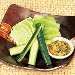 焼酎専科 くろ○ - しゃっきりキャベツと胡瓜の秘伝味噌