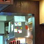 18474426 - キッチンに貼られた『一皿入魂』の張り紙