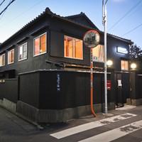 HAGI CAFE  - 真っ黒な外観にネオンサインが光る一軒家です。