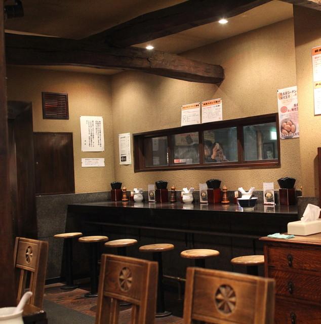 支那そばや 新横浜ラーメン博物館店 - 店内も、それ風に作ってますね