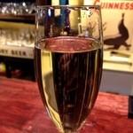 ヴィンカンバール - お昼のスパークリングワインは、300円。