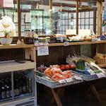 俵山湧水そば - 2013.04野菜とかも売ってます。