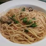 18488095 - 「かなわ」の牡蠣とほうれん草のトマトパスタ。
