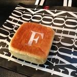 フォション - クリームパン(210円)※正式名称失念
