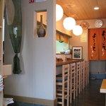蕎麦切り 西本 - カウンター5席と4人掛けテーブル×3