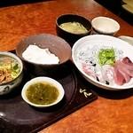 18490318 - ランチ(海鮮丼)の全貌