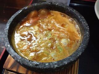 つけ麺 丸和 - 石鍋に煮えたぎる汁