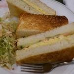 18494369 - たまごハムサンドです。表面がぱりぱり?したトーストと、胡麻ドレッシングがかかったサラダです。