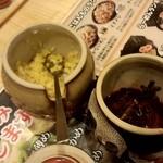 menyadarumaya - テーブルの上には謎の壺w