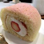 バンフの森 - 苺のロールケーキ